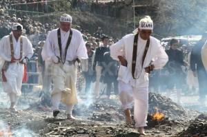 1269484344-fire-walking-in-takao-tokyo285335_285335